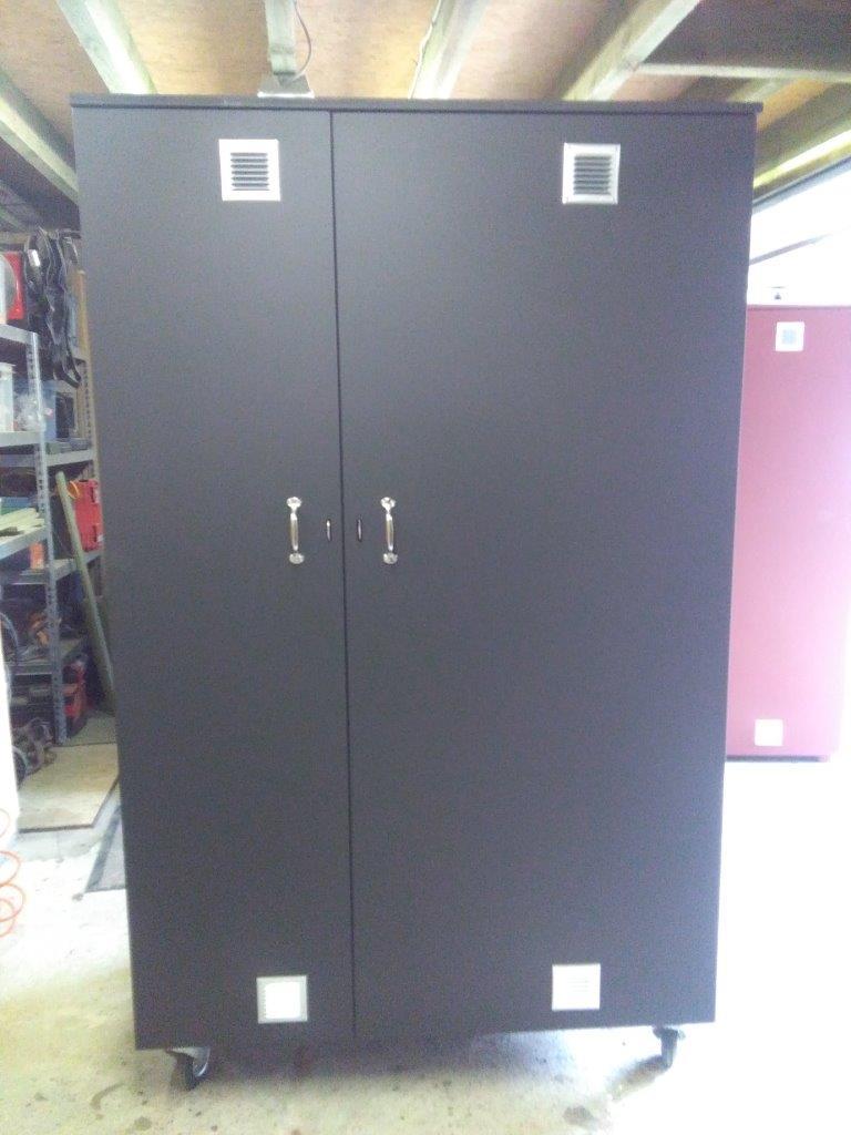 armoire pour sellerie armoire d 39 quitation. Black Bedroom Furniture Sets. Home Design Ideas